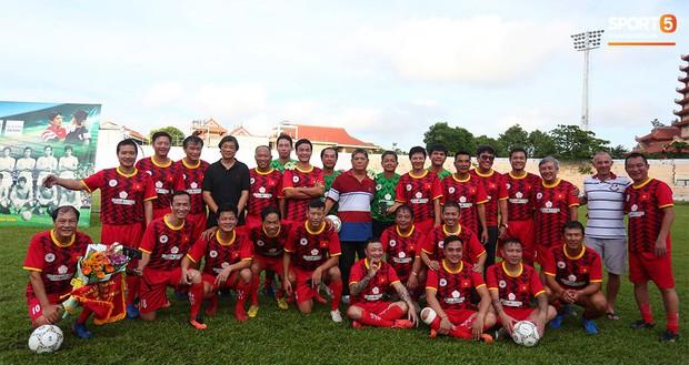 Ngắm Hồng Sơn, Huỳnh Đức biểu diễn, sống lại những ký ức đẹp cùng thế hệ vàng bóng đá Việt Nam - Ảnh 2.