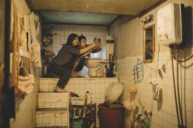 Trái ngược với khu Gangnam xa hoa là những ngôi nhà bán ngầm trong Ký sinh trùng đến cuộc sống bi thảm ở khu ổ chuột của người nghèo ở Hàn Quốc - Ảnh 1.