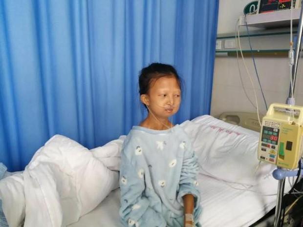 Chị gái 24 tuổi chỉ nặng 21,5 kg bỏ học kiếm tiền nuôi em trai mắc bệnh tâm thần và chuỗi ngày bất hạnh nối tiếp - Ảnh 1.