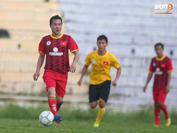 Ngắm Hồng Sơn, Huỳnh Đức biểu diễn, sống lại những ký ức đẹp cùng thế hệ vàng bóng đá Việt Nam - Ảnh 12.