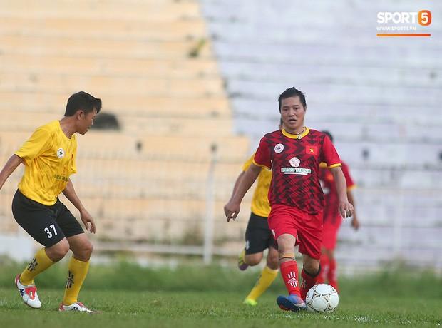 Ngắm Hồng Sơn, Huỳnh Đức biểu diễn, sống lại những ký ức đẹp cùng thế hệ vàng bóng đá Việt Nam - Ảnh 13.