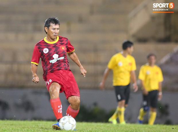 Ngắm Hồng Sơn, Huỳnh Đức biểu diễn, sống lại những ký ức đẹp cùng thế hệ vàng bóng đá Việt Nam - Ảnh 14.