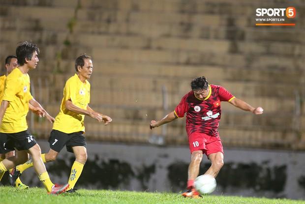 Ngắm Hồng Sơn, Huỳnh Đức biểu diễn, sống lại những ký ức đẹp cùng thế hệ vàng bóng đá Việt Nam - Ảnh 15.