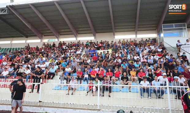 Ngắm Hồng Sơn, Huỳnh Đức biểu diễn, sống lại những ký ức đẹp cùng thế hệ vàng bóng đá Việt Nam - Ảnh 3.