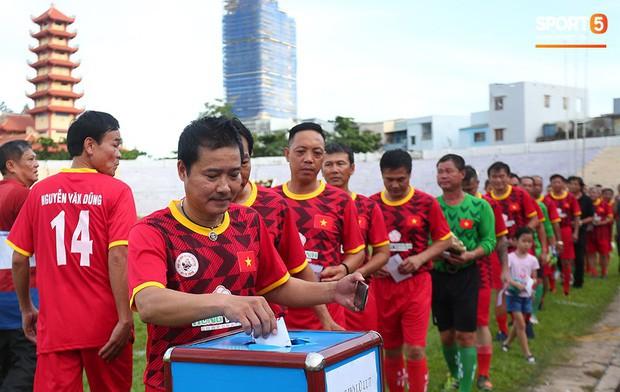 Ngắm Hồng Sơn, Huỳnh Đức biểu diễn, sống lại những ký ức đẹp cùng thế hệ vàng bóng đá Việt Nam - Ảnh 4.