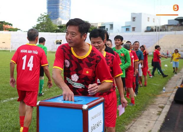 Ngắm Hồng Sơn, Huỳnh Đức biểu diễn, sống lại những ký ức đẹp cùng thế hệ vàng bóng đá Việt Nam - Ảnh 5.
