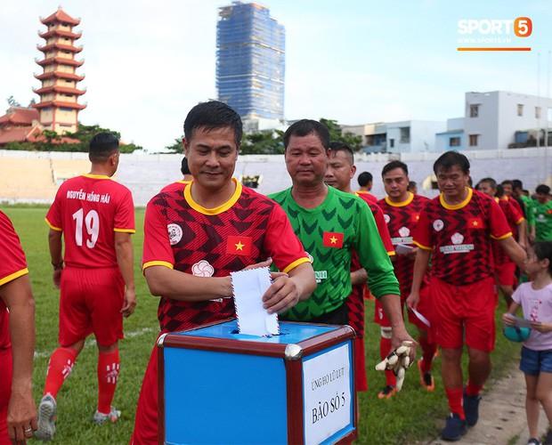 Ngắm Hồng Sơn, Huỳnh Đức biểu diễn, sống lại những ký ức đẹp cùng thế hệ vàng bóng đá Việt Nam - Ảnh 6.