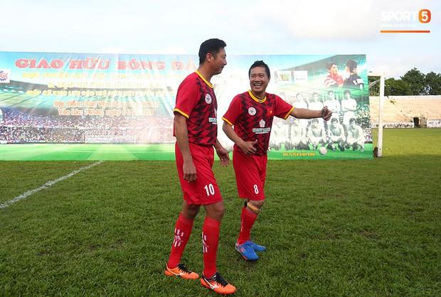 Ngắm Hồng Sơn, Huỳnh Đức biểu diễn, sống lại những ký ức đẹp cùng thế hệ vàng bóng đá Việt Nam - Ảnh 7.