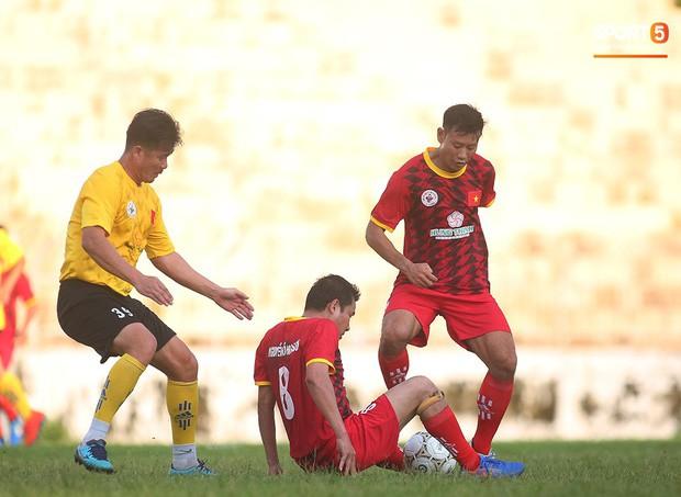 Ngắm Hồng Sơn, Huỳnh Đức biểu diễn, sống lại những ký ức đẹp cùng thế hệ vàng bóng đá Việt Nam - Ảnh 10.