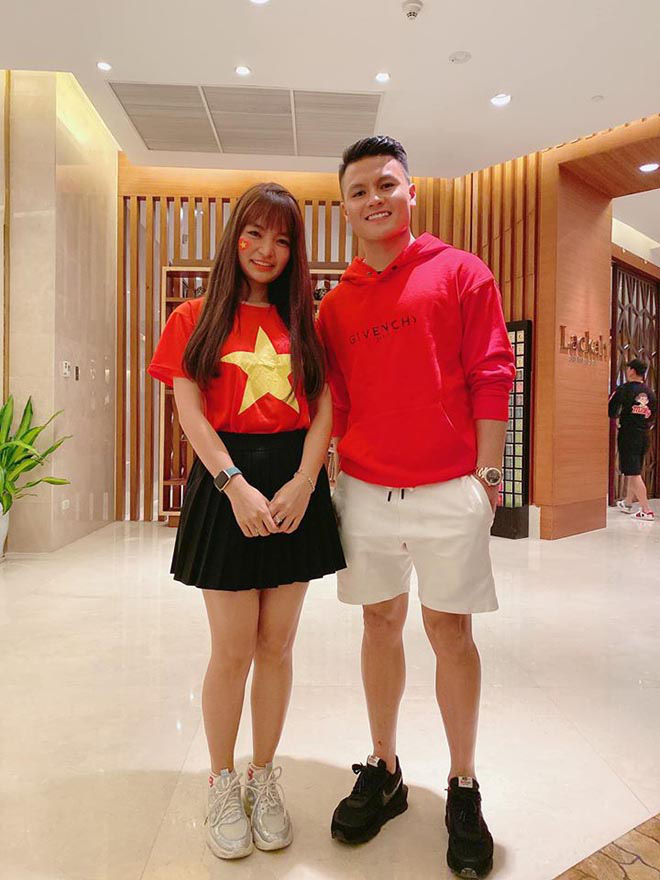 Bạn gái hot girl của Mạc Văn Khoa phấn khích khi đứng cạnh Lâm Tây, Quang Hải - Ảnh 5.