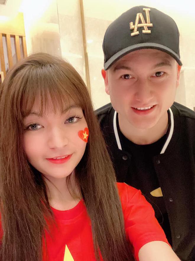 Bạn gái hot girl của Mạc Văn Khoa phấn khích khi đứng cạnh Lâm Tây, Quang Hải - Ảnh 4.