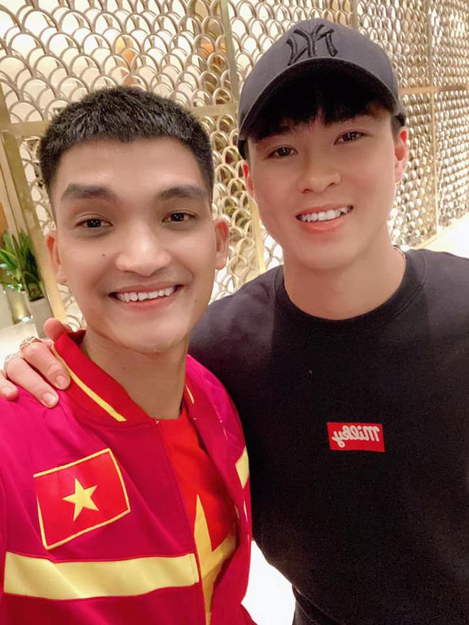 Bạn gái hot girl của Mạc Văn Khoa phấn khích khi đứng cạnh Lâm Tây, Quang Hải - Ảnh 3.
