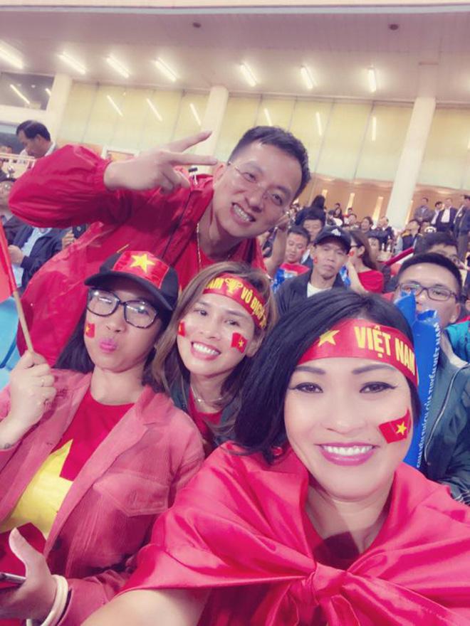 Bạn gái hot girl của Mạc Văn Khoa phấn khích khi đứng cạnh Lâm Tây, Quang Hải - Ảnh 6.