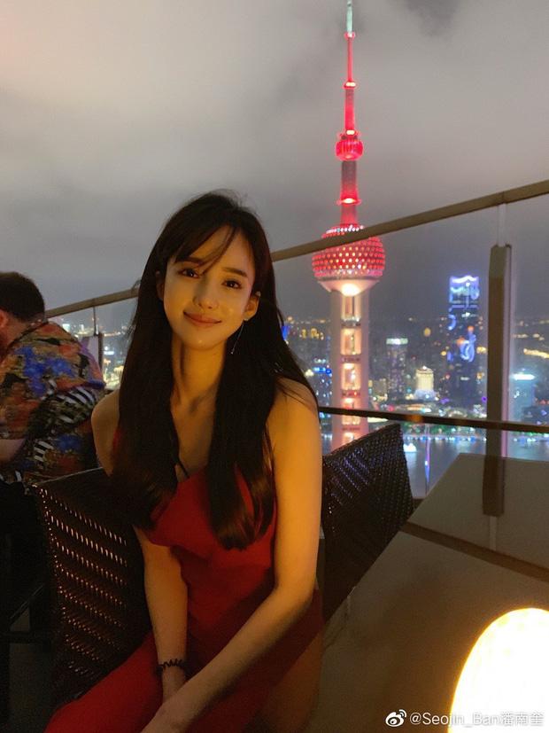 Đăng clip khoe dáng, hot girl bị 'bóc mẽ' qua loạt ảnh người qua đường chụp: Xinh thì có nhưng kéo chân hơi quá - ảnh 1