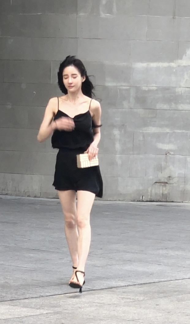 Đăng clip khoe dáng, hot girl bị 'bóc mẽ' qua loạt ảnh người qua đường chụp: Xinh thì có nhưng kéo chân hơi quá - ảnh 7