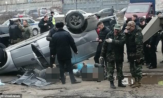 Xe hơi bị 'hố tử thần' nóng 75 độ C nuốt chửng, hai người chết thảm - Ảnh 10.