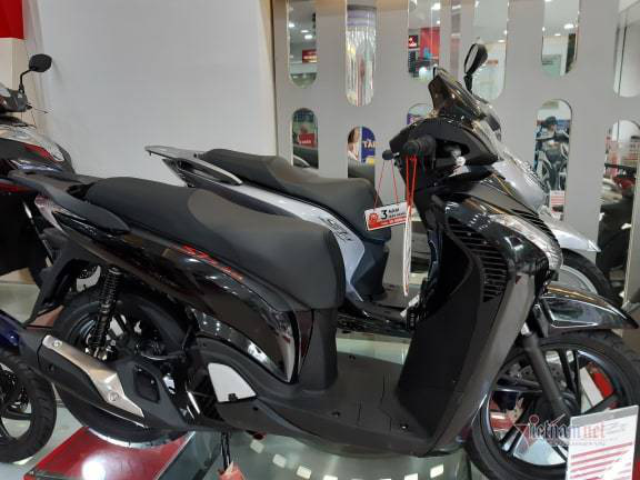 Honda SH mỗi ngày tăng giá thêm 1 triệu, đại lý thu lời, dân tình bức xúc - Ảnh 1.