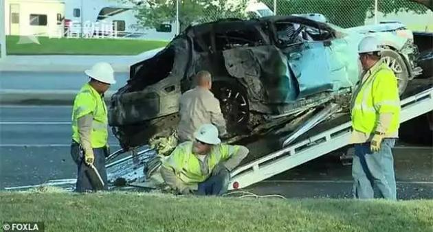 Người phụ nữ gây hoang mang dư luận khi khỏa thân lái xe gây tai nạn rồi bỏ mặc 2 con trong biển lửa, trốn khỏi hiện trường - Ảnh 3.