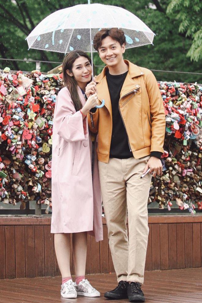 """Khổng Tú Quỳnh: Từ """"người tình"""" đặc biệt của Hoài Linh đến ca sĩ kì lạ trong showbiz - Ảnh 3."""