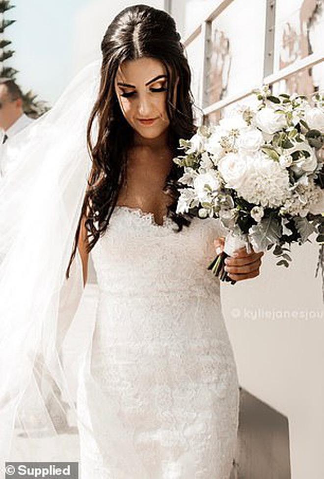 Tăng cân không kiểm soát suốt gần 1 thập kỷ, cô gái quyết tâm giảm liền 55 kg để mặc vừa chiếc váy cưới trong ngày trọng đại - Ảnh 3.