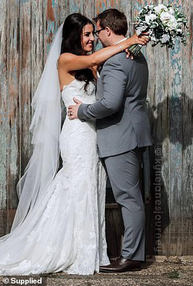 Tăng cân không kiểm soát suốt gần 1 thập kỷ, cô gái quyết tâm giảm liền 55 kg để mặc vừa chiếc váy cưới trong ngày trọng đại - Ảnh 4.