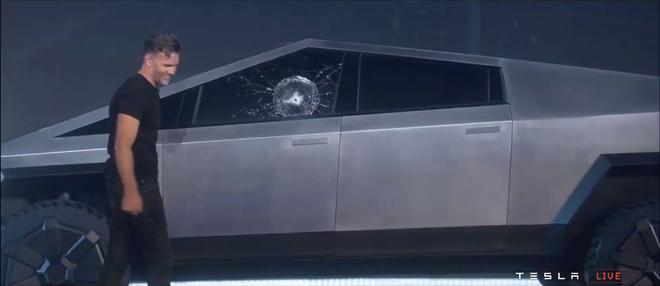 Tesla ra mắt Cybertruck: tăng tốc nhanh hơn cả siêu xe thể thao, vỏ chống đạn, có thể chạy 800 km mới cần sạc pin, giá khởi điểm 39.900 USD - Ảnh 2.