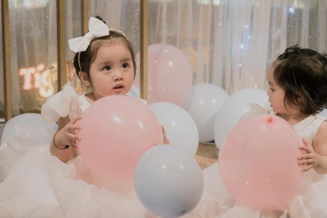 Hai con gái Hoài Lâm xinh như thiên thần trong ngày sinh nhật - Ảnh 4.