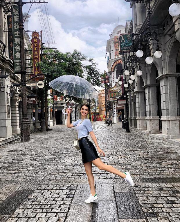 Chân dung nữ nghị sĩ trẻ nhất Belarus khiến cộng đồng mạng điêu đứng: Sở hữu vẻ đẹp tựa thiên thần, từng lọt top 5 Hoa hậu Thế giới - Ảnh 7.