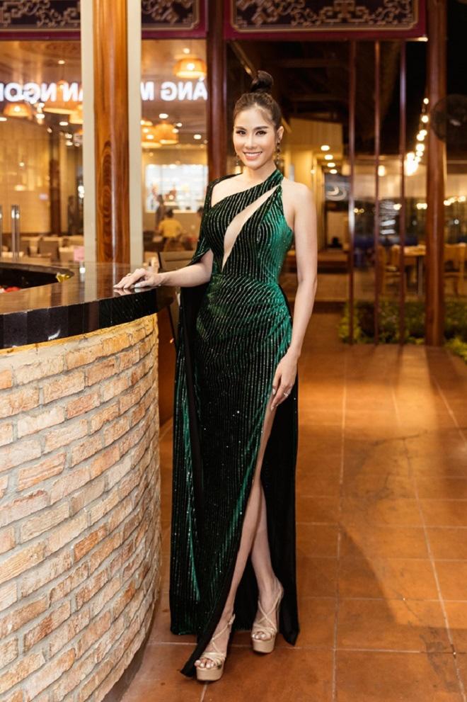 Hoàng Hạnh diện váy 'khoét hình trái tim', khoe khéo vòng một khủng tại sự kiện - Ảnh 7.