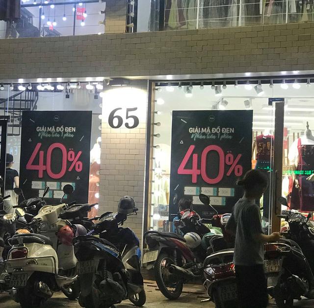 Chưa đến Black Friday, hàng loạt cửa hàng đã treo biển giảm giá cao nhất lên đến 90% - Ảnh 1.