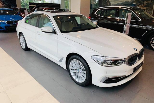 Dọn hàng tồn trước Tết, cả thị trường ô tô giảm giá kỷ lục hàng trăm triệu đồng - Ảnh 1.
