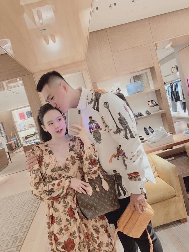 Cuộc sống giàu sang đáng ngưỡng mộ của cặp vợ chồng Youtuber cùng nhau shopping một lần hết 2,5 tỷ đồng - Ảnh 12.