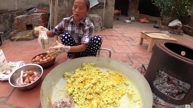 Lại thất bại trong màn làm đồ ăn siêu to khổng lồ, bà Tân nhanh chóng chữa cháy để cứu chiếc bánh khoai - Ảnh 4.