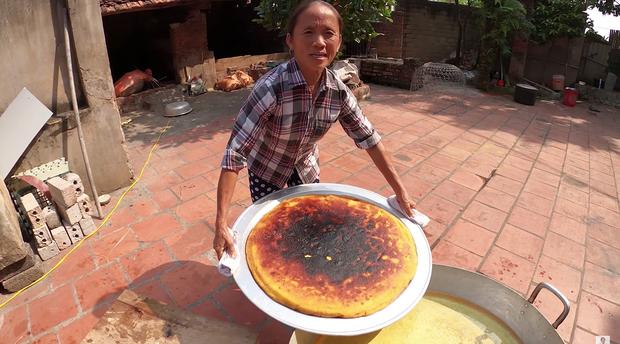 Lại thất bại trong màn làm đồ ăn siêu to khổng lồ, bà Tân nhanh chóng chữa cháy để cứu chiếc bánh khoai - Ảnh 7.