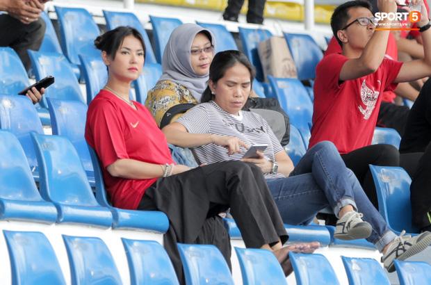 Thánh nữ Maria Ozawa đi xem SEA Games, cổ vũ trận U22 Indonesia đấu U22 Thái Lan - Ảnh 1.