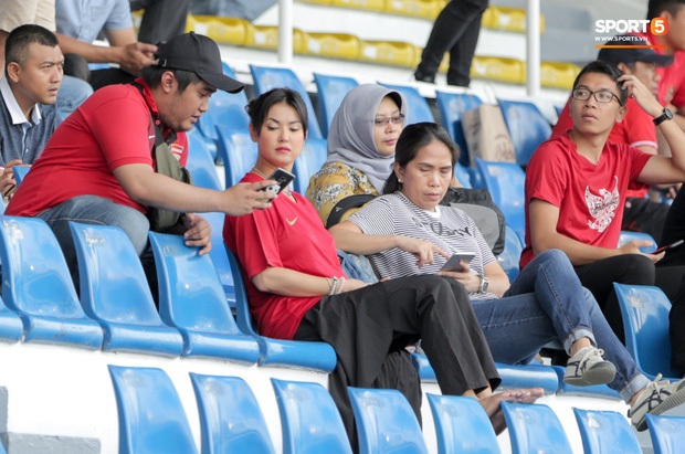 Thánh nữ Maria Ozawa đi xem SEA Games, cổ vũ trận U22 Indonesia đấu U22 Thái Lan - Ảnh 2.