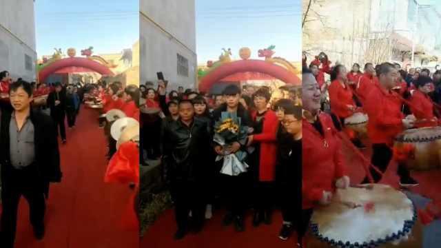 Trở về sau khi bị bắt cóc 19 năm, chàng trai được dân làng trải thảm đỏ chào đón - Ảnh 2.