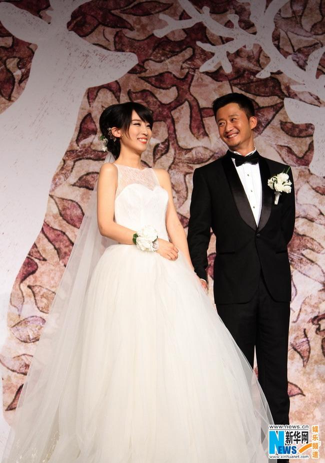 Không cần kiếm đâu xa, chỉ nhìn những cặp sao Hoa ngữ này cũng đủ khiến fan tin tưởng tình yêu vẫn còn tồn tại - Ảnh 8.