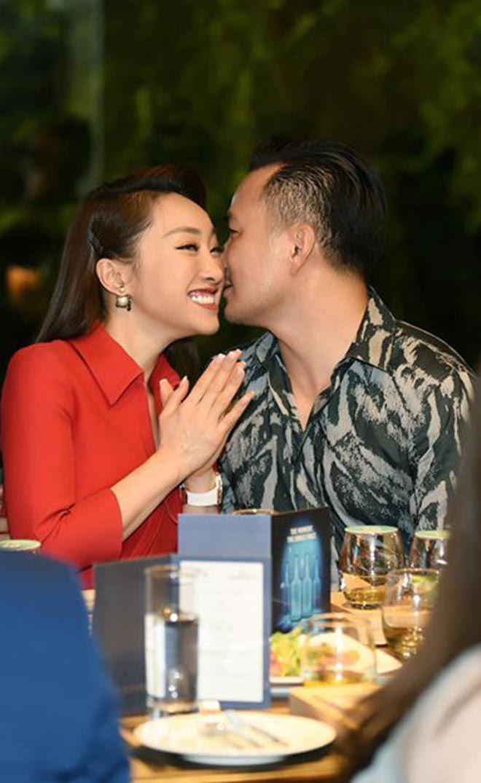 Chi Bảo công khai ôm hôn, gọi bạn thân 10 năm của Ngọc Trinh là vợ - Ảnh 2.