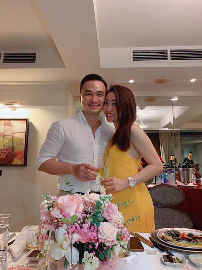 Chi Bảo công khai ôm hôn, gọi bạn thân 10 năm của Ngọc Trinh là vợ - Ảnh 6.