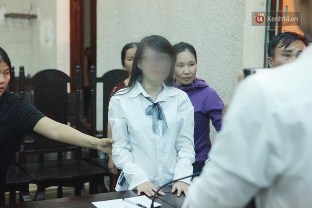 Mẹ bị tuyên 20 năm tù, chị gái nữ sinh giao gà khóc nức nở nói mẹ tôi bị oan - Ảnh 1.