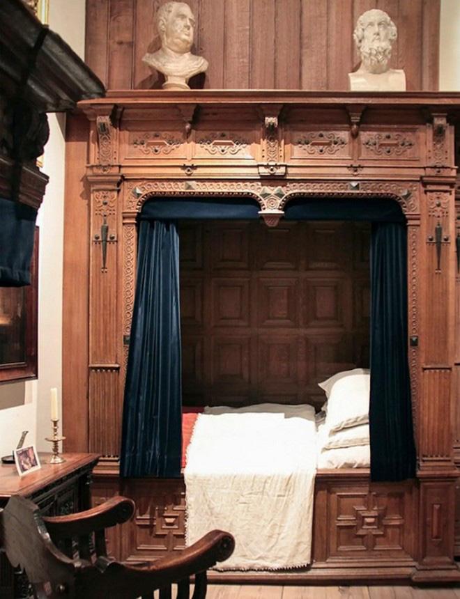 Tại sao nhiều người Châu Âu thời Trung cổ lại ngủ trong những chiếc giường hộp? - Ảnh 3.