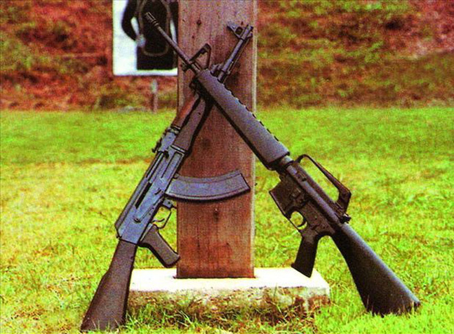 Chuyên gia Nga đưa ra đánh giá bất ngờ về súng tiểu liên AK-47: M16 được giải oan? - Ảnh 1.