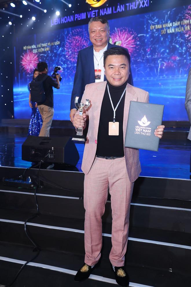 Đạo diễn Cua lại vợ bầu thắng giải Biên kịch xuất sắc nhất tại LHP Việt Nam 2019 - Ảnh 3.