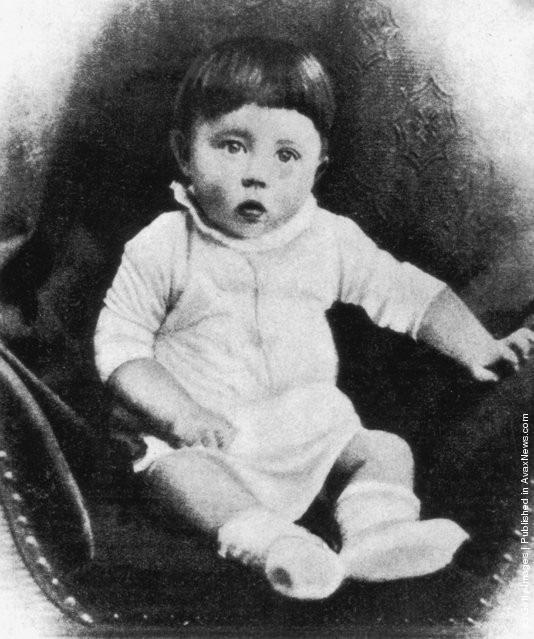 Ảnh hiếm về Adolf Hitler trước khi trở thành trùm phát xít khét tiếng - Ảnh 1.