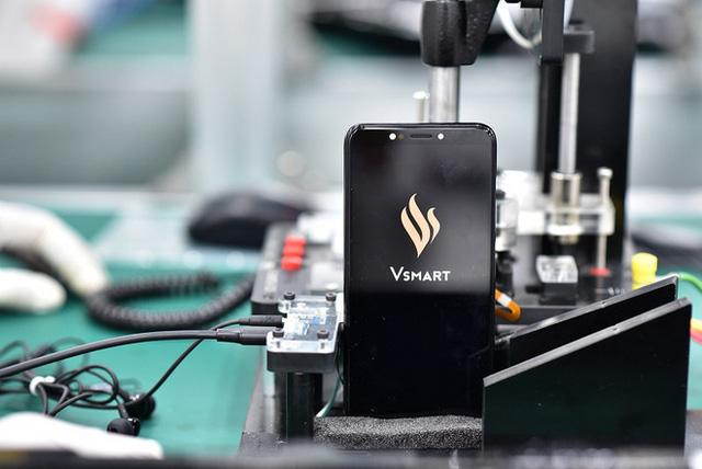 Vsmart Lux giá 20 triệu biệt tăm: Vì sao Vsmart chuyển hướng từ smartphone cao cấp sang tập trung tổng lực vào smartphone giá mềm? - Ảnh 5.