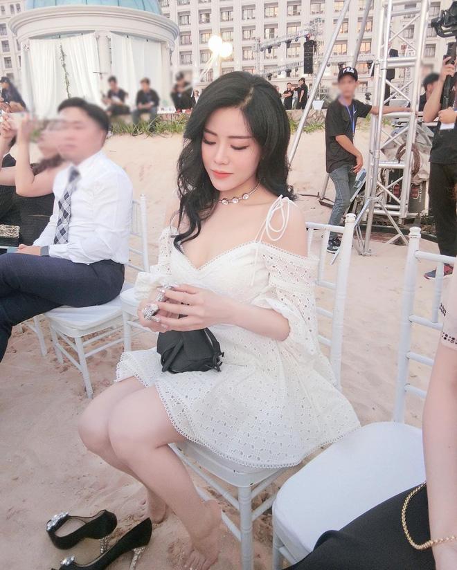 Sau siêu đám cưới của anh trai, Ông Thoại Liên vừa chăm up ảnh lại còn diện đồ sexy hơn: Tiểu thư cũng muốn lên xe bông rồi? - Ảnh 6.
