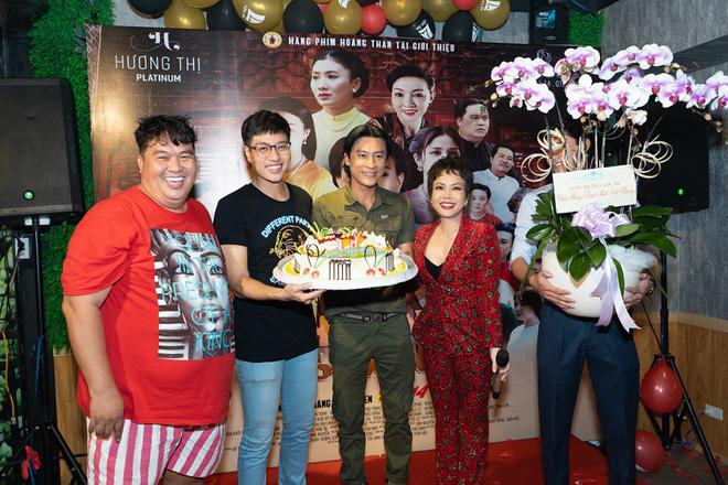 Hoàng Mập tổ chức sinh nhật sớm cho Việt Hương trước khi cô bay về Mỹ hồi tháng 10 vừa qua.