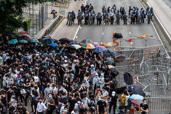 Cuộc sống giữa tâm chấn biểu tình của nghiên cứu sinh Việt Nam cuối cùng rời ĐH Bách Khoa Hồng Kông - Ảnh 2.