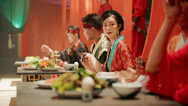 Không ngờ chị gái Denis Đặng cũng xuất hiện trong Tự Tâm, xem loạt ảnh Instagram mới thấy nhan sắc chẳng kém em trai - Ảnh 1.